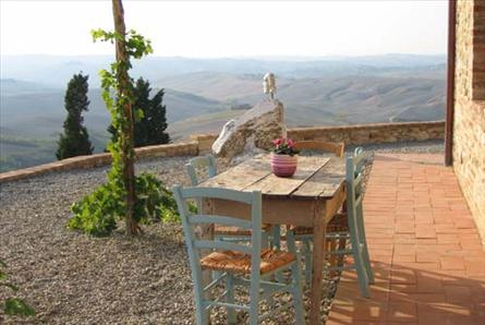 eating alfresco in tuscany